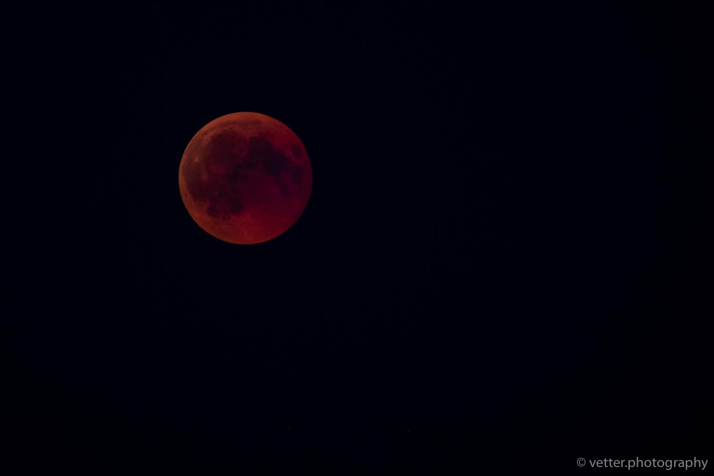 vollständig im Schatten der Erde um 22:43